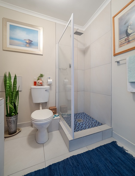 Sliding vs Hinged Glass Shower Door: Which is Right for Your Home?