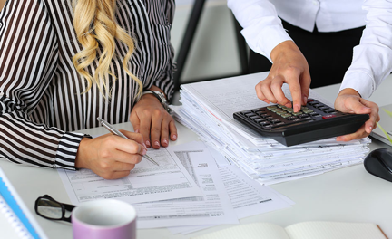 What are the benefits of bookkeeping and payroll outsourcing?