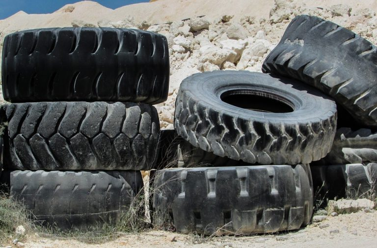 4 Tricks To Change Car Tyres Easily