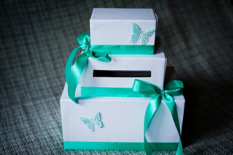Curated Custom Gift Boxes for Wooing Customers
