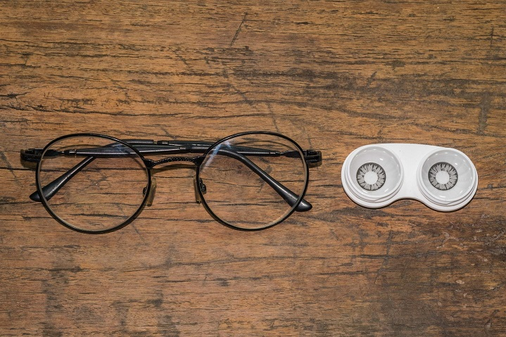 Contact Lenses or Eyeglasses – Dilemma Resolved